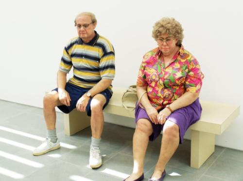 Old Couple on a Bench by Duane Hanson, 1994. Bronze, plychromed in oil, mixed media and accessories.