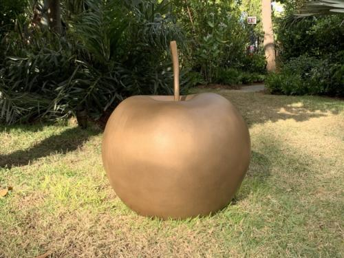 Pomme Moyenne by Claude Lalanne. Bronze, 2006.