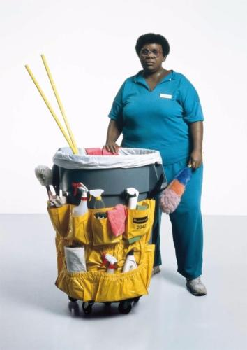 Queenie II by. Duane Hanson, 1988. Polychromed bronze, with accessories. Life size.