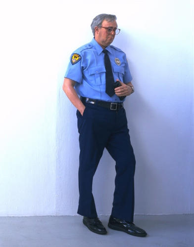 Security Guard by Duane Hanson, 1990. Polychromed bronze, with accesories. Life size.