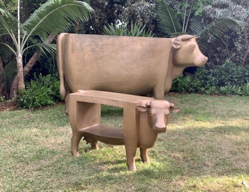 Vache Attentif (Grand) and Vache Bien Établie by Olympe (Petit) by Francoise-Xavier Lalanne. Bronze, 1998-2007