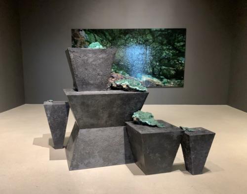 Viñales (Reclining Nude), 2015. Wakkusu, concrete, bronze and malachite. 48 x 64 x 101.